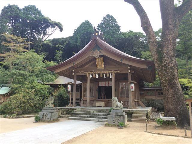 竈門神社(かまどじんじゃ)本殿と狛犬