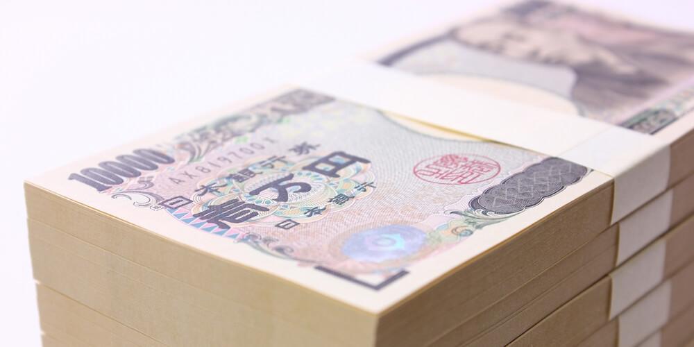 日本円一万円札の札束の画像